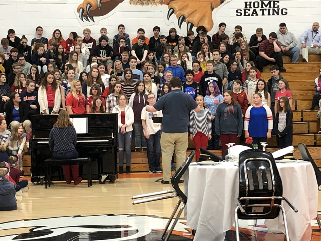 7th/8th grade choir performs.